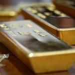 الذهب يرتفع مع تراجع الدولار وصعود الأسهم