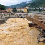 مقتل 12 جراء فيضانات وانهيارات أرضية في فيتنام