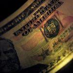 الدولار بلا تغير يذكر أمام العملات الرئيسية