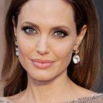أنجلينا جولي قلقة على نساء أفغانستان