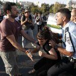 قوات الاحتلال تعتقل 17 فلسطينيا خلال مداهمات بالضفة الغربية