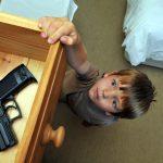 طفل لبناني في الرابعة من عمره يقتل أمه برصاصة بطريق الخطأ