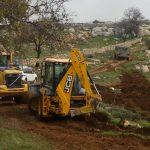 مستوطنون يواصلون تجريف مساحات واسعة من أراضي الفلسطينيين بنابلس