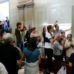 سكان كتالونيا يبدأون في تشكيل طوابير للتصويت في استفتاء على الاستقلال