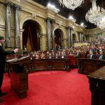 زعيم كتالونيا يعلن الانفصال ويرجئ آثاره لحين إجراء محادثات