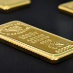 الذهب يرتفع لكن الزخم يتأثر سلبا بفعل زيادة مرتقبة لأسعار الفائدة الأمريكية