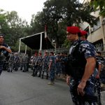 الأمن اللبناني يغلق الطرق المؤدية للقصر الجمهوري أمام المحتجين