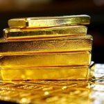 الذهب يتراجع عقب توقعات برفع الفائدة الأمريكية