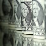 الدولار يتذبذب مع ترقب بيانات الوظائف الأمريكية