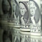 الدولار قرب أعلى مستوى في 10 أسابيع والليرة التركية تهبط