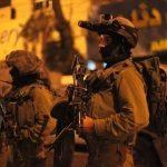 جيش الاحتلال يعتقل 22 فلسطينيًا من أنحاء متفرقة بالضفة الغربية