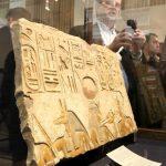 حاكم إمارة الشارقة يعيد إلى مصر 354 قطعة أثرية مهربة