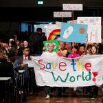 شبان وصبية ألمان ينظمون احتجاجا لتسليط الضوء على سخونة الأرض