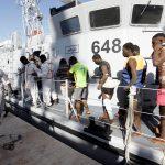مقتل خمسة مهاجرين على الأقل بعد غرق قارب قبالة ليبيا