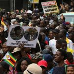 الحزب الحاكم في زيمبابوي يستعد لإقالة موجابي