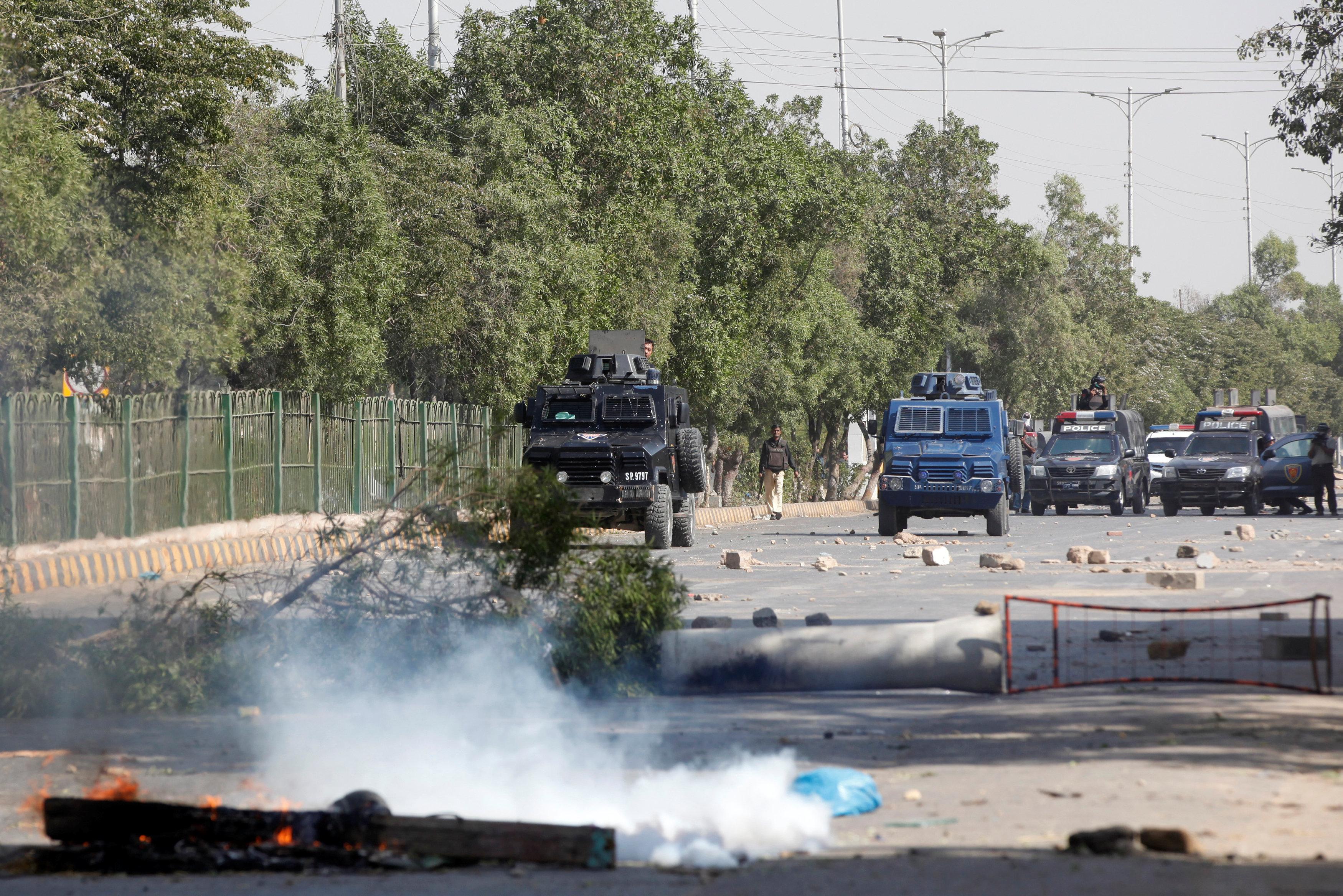 مقتل شرطي باكستاني خلال تفريق اعتصام لإسلاميين في إسلام أباد – قناة الغد