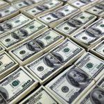 الدولار يتجه صوب أطول موجة خسائر منذ 2015