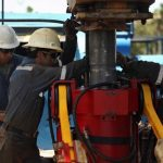 الحذر يخيم على أسواق النفط