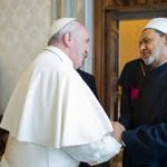 شيخ الأزهر يلتقي بابا الفاتيكان الثلاثاء لبحث دعم السلام العالمي