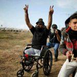 الشهيد إبراهيم أبو ثريا يخيف الاحتلال بكرسي متحرك وعلم فلسطين