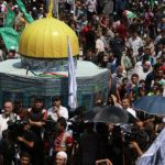 دخول آلاف الفلسطينيين إلى القدس عبر الحواجز الإسرائيلية