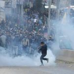 إصابات بالرصاص المعدني والغاز في مواجهات مع الاحتلال بنابلس والخليل
