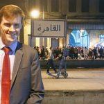 السفير البريطاني بالقاهرة يسأل الإسكندرانية عن «السحلب» و«البساريا»