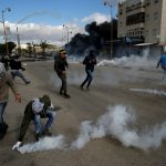 إصابة عشرات الفلسطينيين بالاختناق في مواجهات مع الاحتلال برام الله