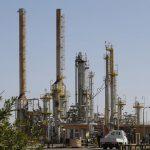 ارتفاع النفط وتراجع الدولار الأمريكي