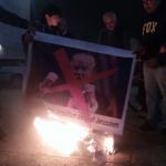 فلسطينيون يحرقون صور ترامب اعتراضا على قرار نقل السفارة الأمريكية للقدس