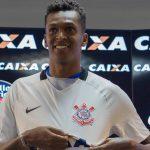 جو ألفيس مهاجم كورينثيانز يفوز بجائزة لاعب العام في البرازيل