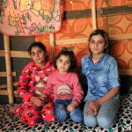 بالصور  لم شمل أخوات يزيديات بعد ثلاث سنوات في أسر داعش