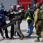60 انتهاكا ضد الصحفيين الفلسطينيين خلال قمع الاحتلال للتظاهرات السلمية