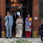 باكستان تسمح بالزيارة لزوجة وأم هندي محكوم عليه بالإعدام