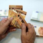 اليورو يهبط عقب انتخابات كتالونيا