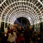 العالم يبدأ احتفالات عيد الميلاد المجيد