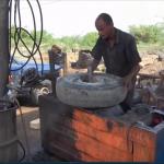 فيديو| كفيف يمني يفتتح ورشة لإصلاح إطارات السيارة