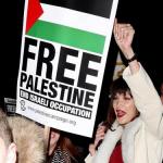 صور  بيلا حديد في مظاهرات داعمة للقدس بشوارع لندن