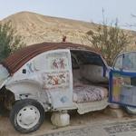 فيديو  أردني يحول سيارته إلى أصغر فندق في العالم