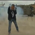 فيديو  قوات الاحتلال تستهدف طاقم «قناة الغد» بالقنابل الغازية أمام سجن عوفر