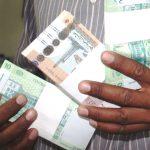 انهيار العملة السودانية في السوق السوداء.. والدولار يقفز إلى 28 جنيها