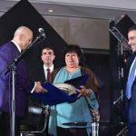صور | وزيرة الثقافة المصرية تكرم الموسيقار العالمي زامفير في حفل خيري بالقاهرة