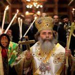دعوات لإخلاء كنيسة «المهد» رفضًا لاستقبال ثيوفيلوس المتورط ببيع أراض الكنيسة