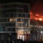 حريق يدمر 1400 سيارة في مرآب بمدينة ليفربول البريطانية
