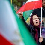 نيوزويك: هل تقود النساء المظاهرات في إيران؟