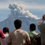 عمليات إجلاء من جزيرة في بابوا غينيا الجديدة بسبب ثورة بركان