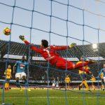 هدف ميرتنز يحافظ لنابولي على صدارة الدوري الإيطالي