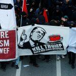 متظاهرون ينظمون احتجاجا ضد ترامب في العاصمة السويسرية