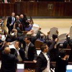 طرد نواب عرب من الكنيست قبل خطاب بنس