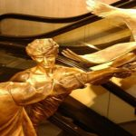 متاجر «هارودز» تقرر ازالة تمثال الأميرة ديانا والفايد